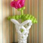 Blume in Vase aus Ballons