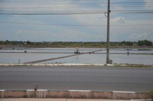Thailand Krabbenzucht an der Autobahn