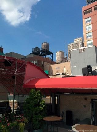 Wassertürme auf den Dächern von New York