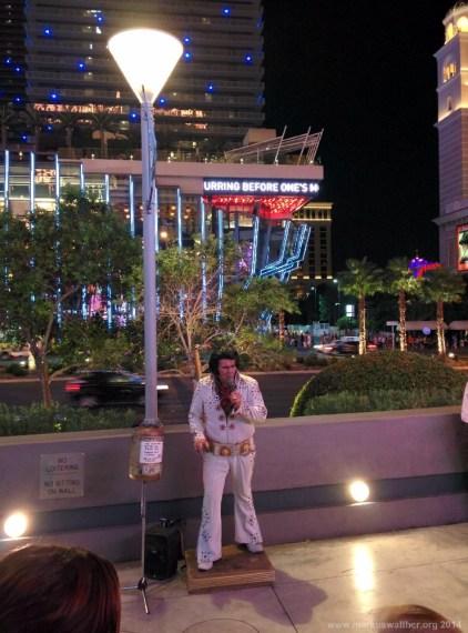 Bauchredner-Elvis in Las Vegas