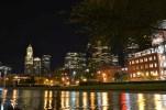 Die Skyline von Boston bei Nacht