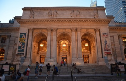 New York Public Library am Abend