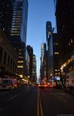 Die Straßen von New York City in der Dämmerung