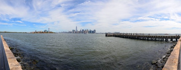 Panorama auf Manhattan Ellis Island von Liberty Island, New York