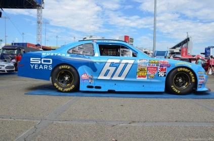 Seite des 2014 Ford Mustang 50th anniversary Autos beim NASCAR Sprint Cup auf dem RIR