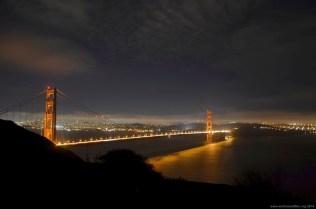 Golden Gate Bridge bei Nacht vom Willys Bank Aussichtspunkt