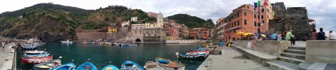 Panorama im Hafen von Vernazza