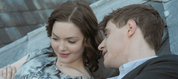 Miles (Max Irons, fils de Jeremy, oui) et Lauren (Holliday Grainger) dans The Riot Club, de Lone Scherfig (2014)