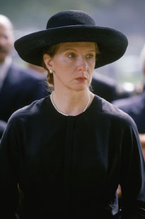Ruth Fisher (Frances Conroy) dans la série Six feet under, créée par Alan Ball (2001-2005)