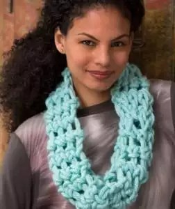 Cool Finger Crochet Cowl FREE Pattern