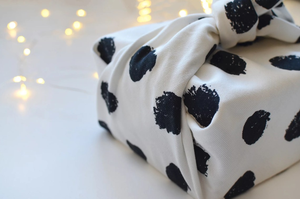 emballage cadeau noel - Furoshiki - Comment emballer vos cadeaux de Noël en tissus