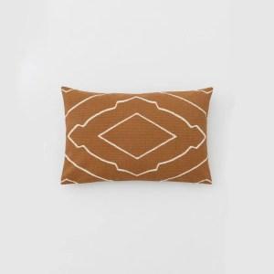 housse coussin conscious motif marron hm marmille 300x300 - Ma sélection shopping pour passer un automne doux et cocooning