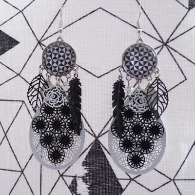 Boucles d'oreilles cabochons noires et blanches