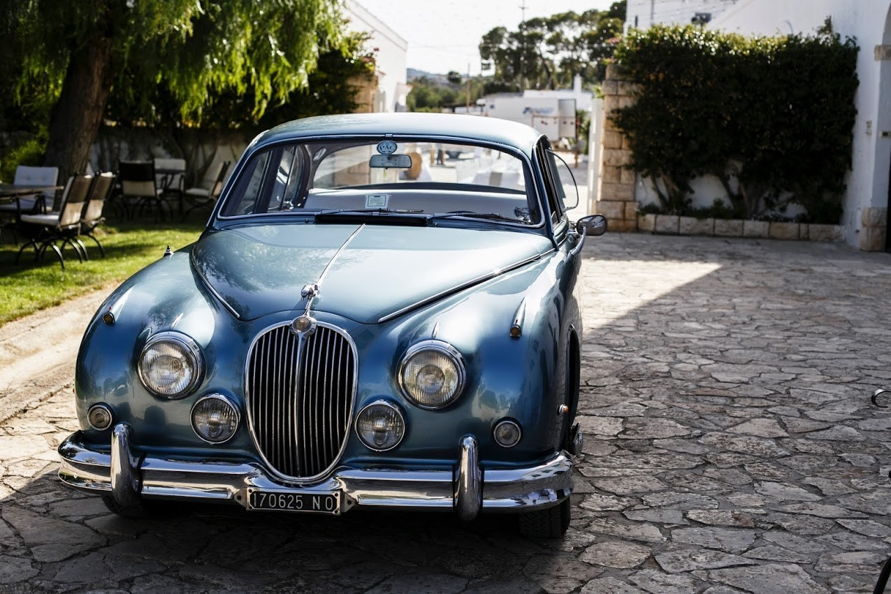 Luxury-Vintage-Bridal-Car-Puglia