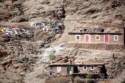 Casas de uma aldeia berbere nas montanhas do Atlas