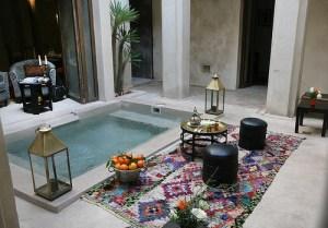 Pátio com piscina em Marrocos