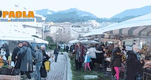 mercato domenicale di paola