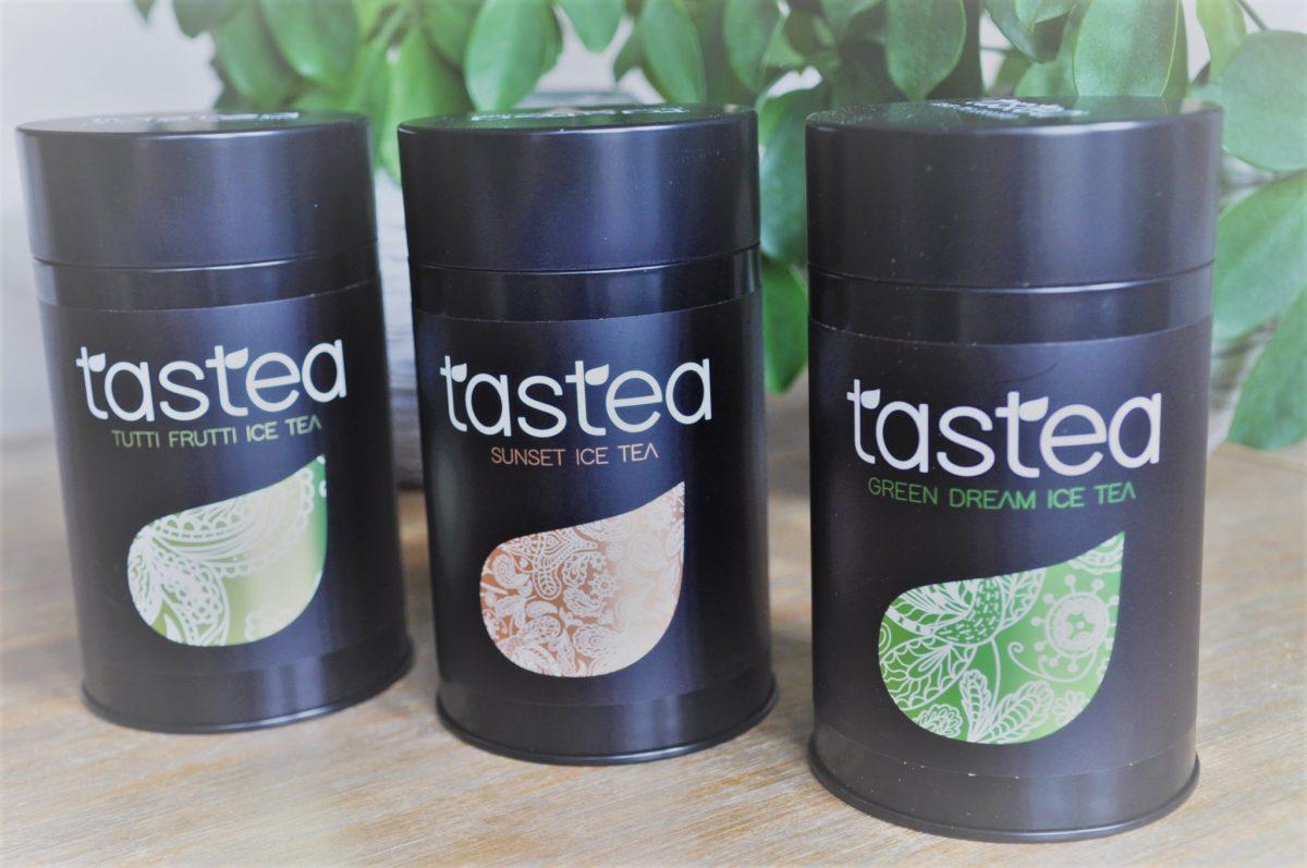 Zoete zelfgemaakte ijsthee, zonder suiker + kortingscode en winactie