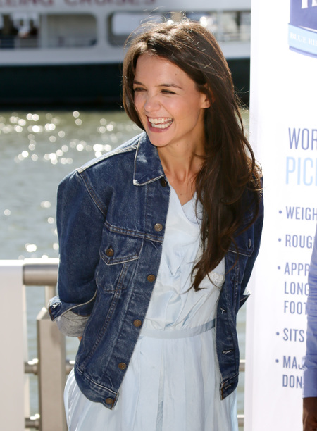 katie_holmes_denim_jacket_new_york_dawsons_creek