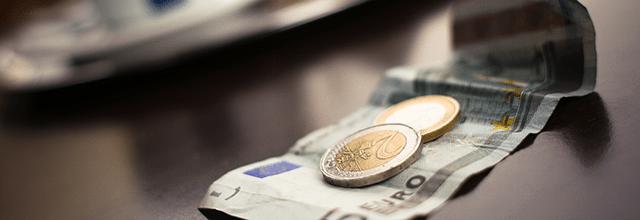 euro pieniadze konsumpcjonizm wydaję za dużo pieniędzy kupuję za dużo rzeczy