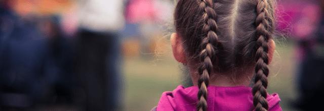 dziewczyna warkoczyki dobierane warkocze warkocz brązowe włosy