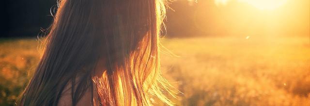 dziewczyna włosy brązowe długie zachód słonca