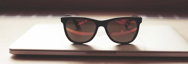 komputer laptop okulary
