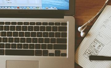 klawiatura-laptop-zeszyt