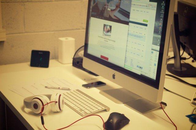 praca komputer mac tablet graficzny idealne biurko pomysły na biuro