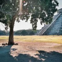 Po ránu je Chichén Itzá liduprázdné, Yucatán, Mexiko (Mart Eslem)