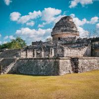 Mayská observatoř El Caracol (Hlemýžď), Chichén Itzá, Yucatán, Mexiko (Mart Eslem)