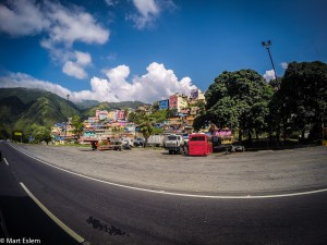Barevné favely Caracasu (Mart Eslem)