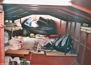 Nocleh uvnitř jachty v Puerto del Buceo  – Montevideo, Uruguay [Mart Eslem]