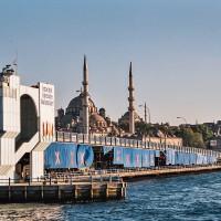Galatský most v Istanbulu (Mart Eslem)