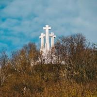 Hora Tří křížů ve Vilniusu (Mart Eslem)