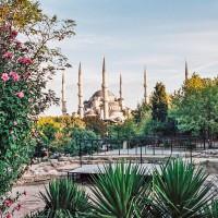 Istanbul - pohled na Modrou mešitu cestou do lázní (Mart Eslem)