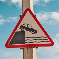 Značka zřejmě pro opilé řidiče z trajektů (Mart Eslem)