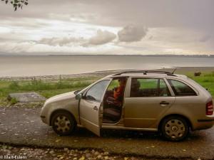 Naše zlatá Fabie na deštivém břehu Zemplínské Šíravy (Mart Eslem)