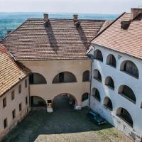 Nádvoří hradu Palanok v Mukačevu (Mart Eslem)