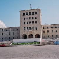 Budova University v Tiraně (Mart Eslem)