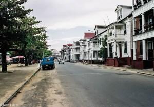 Ulice Paramariba v koloniálním stylu (Mart Eslem)