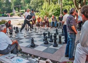 Lidé v ulicích Sarajeva jsou prostě v pohodě (Mart Eslem)