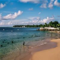Pláž Store Bay na ostrově Tobago (Mart Eslem)