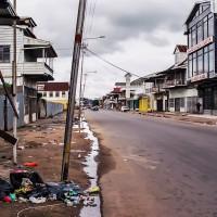 Toulání prázdnými ulicemi Paramariba (Mart Eslem)