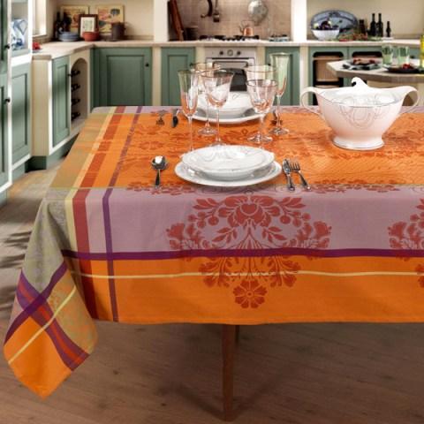 Madrid Completo di Tovaglie moderne con lavorazione al telaio di colore arancio