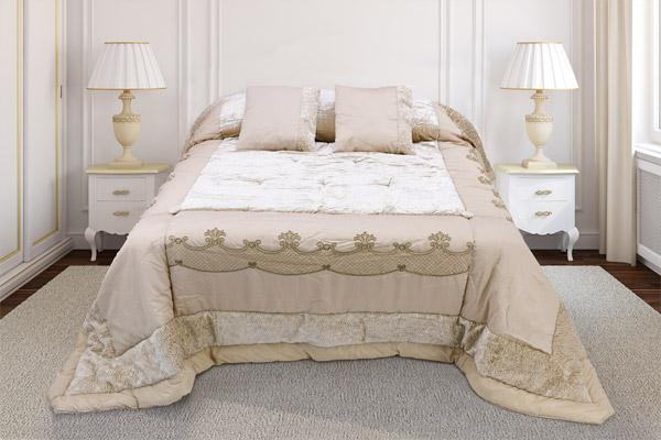 trapunta costruita modello patchwork inserti ricamati piano letto velluto bordatura pelliccetta tessuta navetta