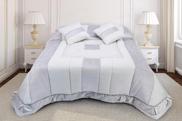 trapunta matrimoniale modello patchwork raso cotone abbinamento velluto microfibra piano letto ricamato