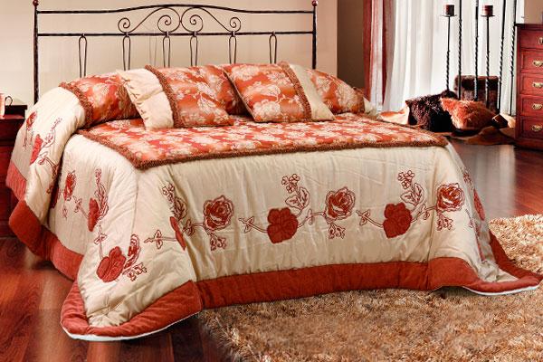 Trapunta piano letto seta operata cuscini quadrati