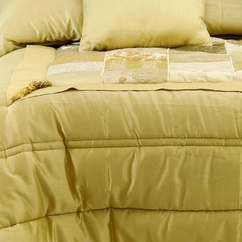 Corredo per la sposa trapunta matrimoniale invernale in raso colore oro coon piano letto patchwork