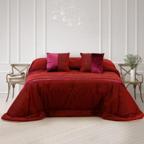 Trapunta in tessuto di seta con inserti in velluto e striscia ricamata sul piano letto